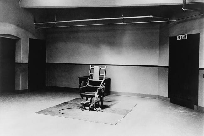 Elektrické křeslo, černobílá fotografie