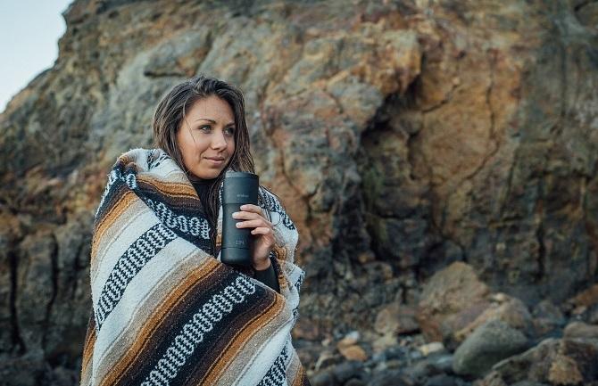 Káva optimální teploty po celý den, to je Ember.