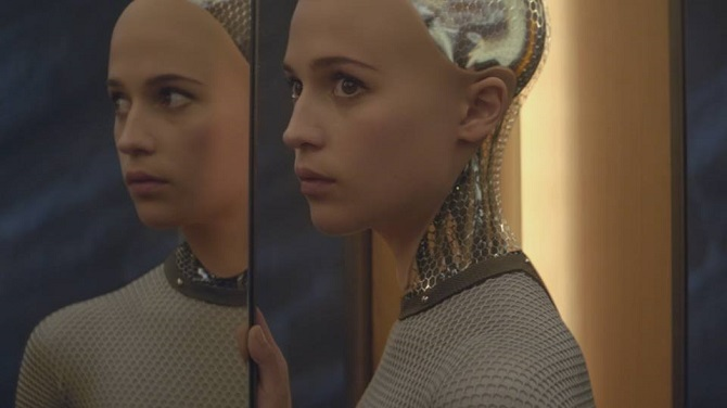 Alicia Vikander ve snímku Ex Machina.