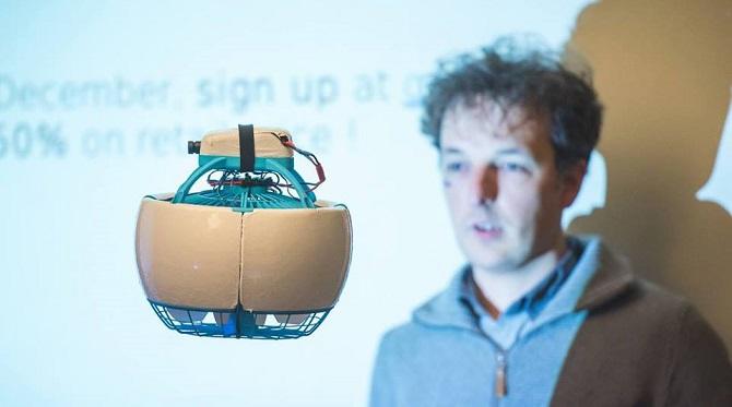 Dron Fleye v rukách Laurenta Eschenauera.
