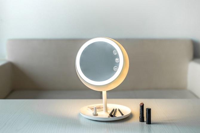 Díky třem světelným režimům lze zrcadlo používat v jakékoliv denní době.