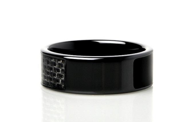 NFC Ring sází na strohý design.