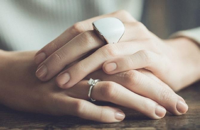 Prsten Nimb přivolá pomoc po stisku nenápadného tlačítka.