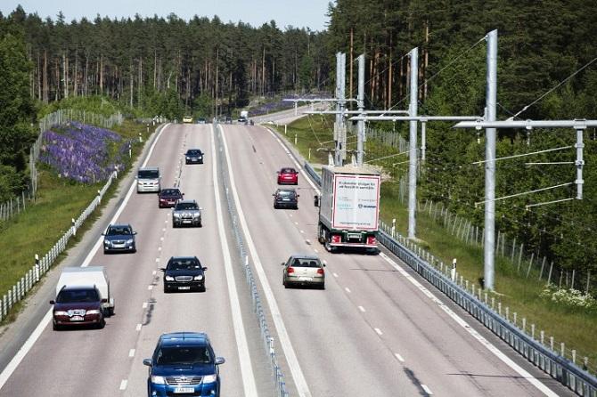 Objeví se elektrifikované silnice i v Česku?