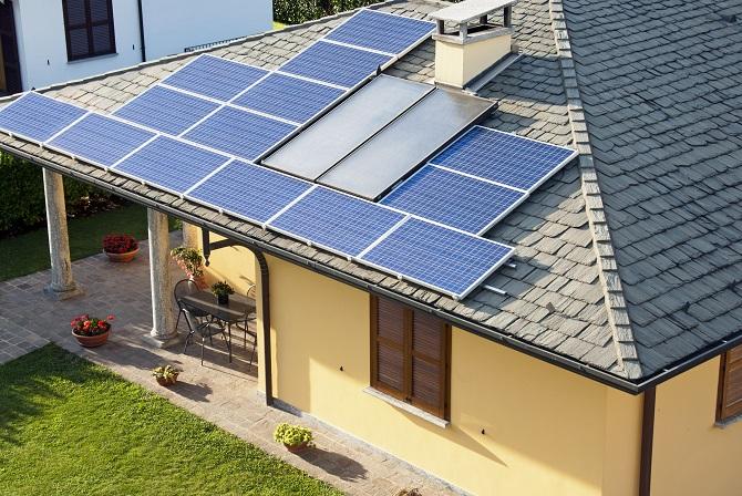 střecha se solárními panely