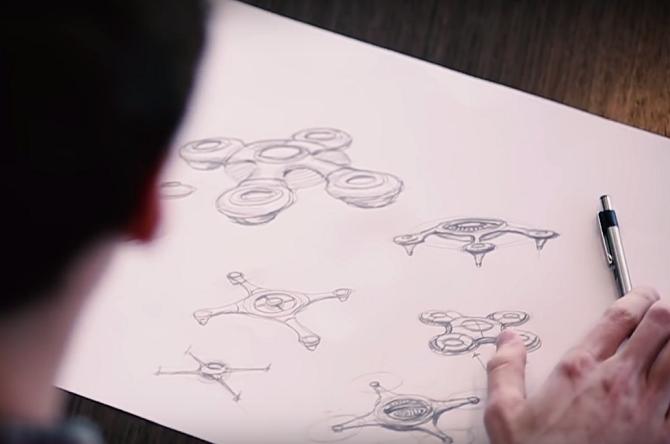 Georg Matus s návrhy dronu Teal.