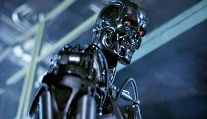 Kdysi Arnold Schwarzenegger, nyní ohořelý robot.